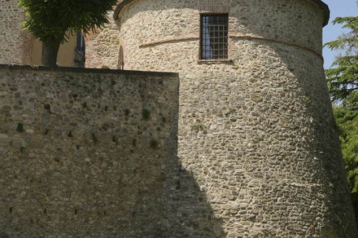 """Ancient city walls, Montecolombo<br /><a href=""""https://static.riviera.rimini.it/tl_files/gallerie/orig/montecolombo-15.jpg.zip"""" target=""""_blank"""" class=""""photo-download"""">Download high resolution image</a>"""