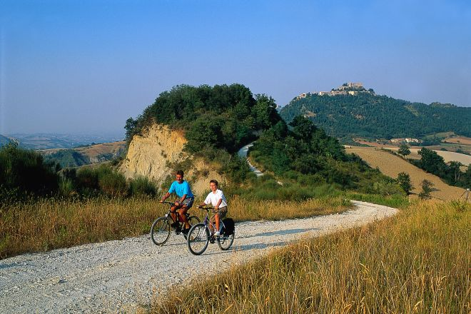 """cycling, Torriana<br /><a href=""""https://static.riviera.rimini.it/tl_files/gallerie/orig/mountain-bike.tif.jpg.zip"""" target=""""_blank"""" class=""""photo-download"""">Download high resolution image</a>"""