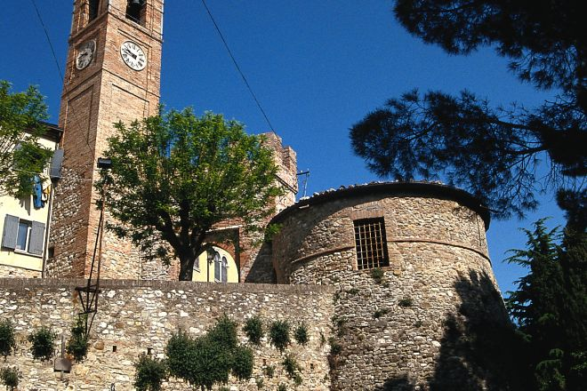 """walls of the village, Montecolombo<br /><a href=""""https://static.riviera.rimini.it/tl_files/gallerie/orig/mura-del-borgo.tif.jpg.zip"""" target=""""_blank"""" class=""""photo-download"""">Download high resolution image</a>"""