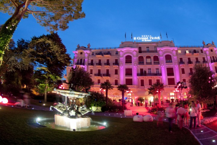 """La Notte Rosa - The Pink Night, Grand Hotel Rimini<br /><a href=""""https://static.riviera.rimini.it/tl_files/gallerie/orig/notte-rosa-2010-ghr_gallini_6619.jpg.zip"""" target=""""_blank"""" class=""""photo-download"""">Download high resolution image</a>"""