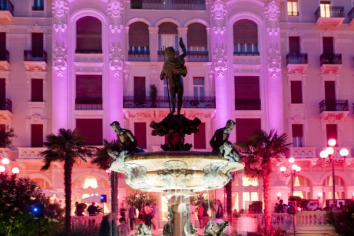 """La Notte Rosa - The Pink Night, Grand Hotel Rimini<br /><a href=""""https://static.riviera.rimini.it/tl_files/gallerie/orig/notte-rosa-ghr_gallini_6615.jpg.zip"""" target=""""_blank"""" class=""""photo-download"""">Download high resolution image</a>"""