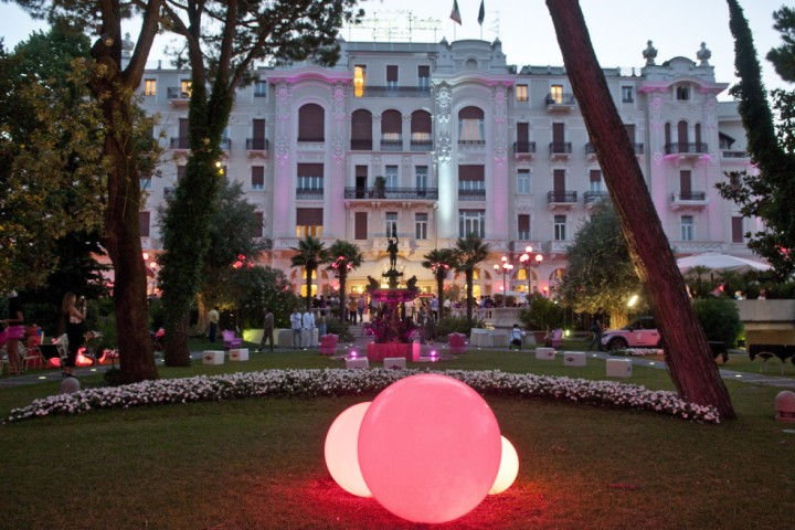 """La Notte Rosa - The Pink Night, Grand Hotel Rimini<br /><a href=""""https://static.riviera.rimini.it/tl_files/gallerie/orig/notterosa-grand-hotel_grp3801.jpg.zip"""" target=""""_blank"""" class=""""photo-download"""">Download high resolution image</a>"""
