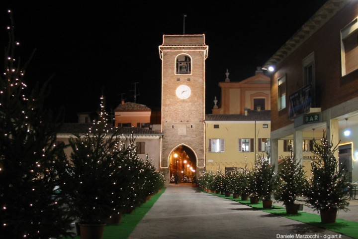"San Giovanni in Marignano, Piazza Silvagni<br /><a href=""https://static.riviera.rimini.it/tl_files/gallerie/orig/p-silvagni-a-natale.jpg.zip"" target=""_blank"" class=""photo-download"">Download high resolution image</a>"