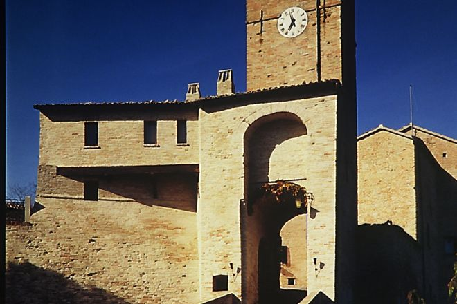 "City gate, Montegridolfo<br /><a href=""https://static.riviera.rimini.it/tl_files/gallerie/orig/palazzo_viviani_montegridolfo_c.jpg.zip"" target=""_blank"" class=""photo-download"">Download high resolution image</a>"