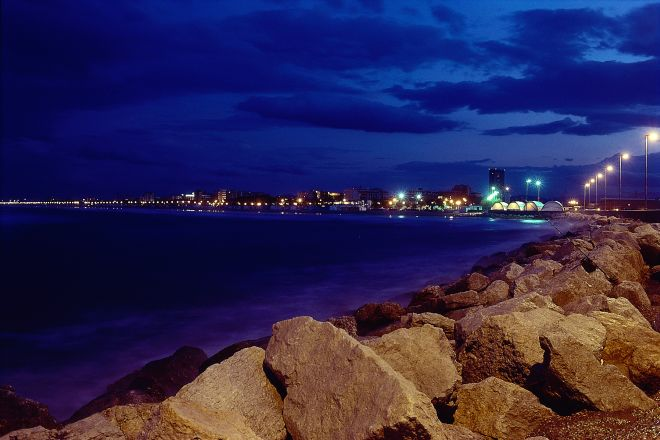 "the coast of Rimini at night<br /><a href=""https://static.riviera.rimini.it/tl_files/gallerie/orig/panoramica-notturna1.tif.jpg.zip"" target=""_blank"" class=""photo-download"">Download high resolution image</a>"