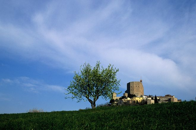 "view of the fortress, Montefiore Conca<br /><a href=""https://static.riviera.rimini.it/tl_files/gallerie/orig/panoramica.tif.jpg.zip"" target=""_blank"" class=""photo-download"">Download high resolution image</a>"