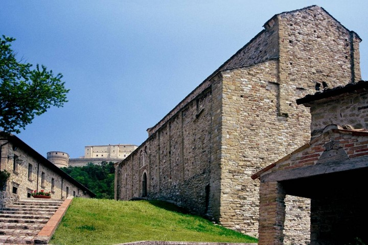"Parish church and fortress, San Leo<br /><a href=""https://static.riviera.rimini.it/tl_files/gallerie/orig/pieve-e-fortezza.jpg.zip"" target=""_blank"" class=""photo-download"">Download high resolution image</a>"