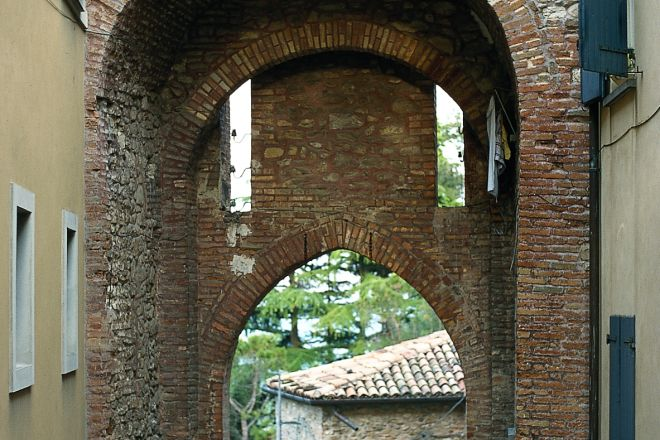 """City gate, Montecolombo<br /><a href=""""https://static.riviera.rimini.it/tl_files/gallerie/orig/porta-ingresso4.tif.jpg.zip"""" target=""""_blank"""" class=""""photo-download"""">Download high resolution image</a>"""