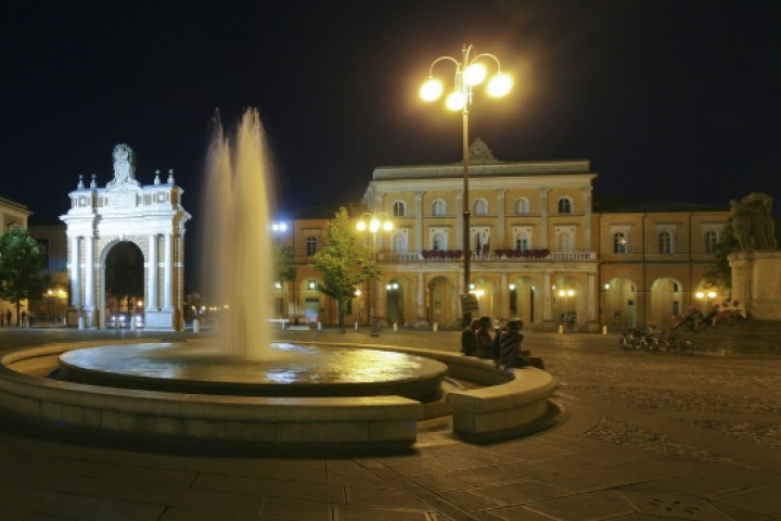 "Santarcangelo di Romagna<br /><a href=""https://static.riviera.rimini.it/tl_files/gallerie/orig/santarcangelo-notturno-1.jpg.zip"" target=""_blank"" class=""photo-download"">Download high resolution image</a>"