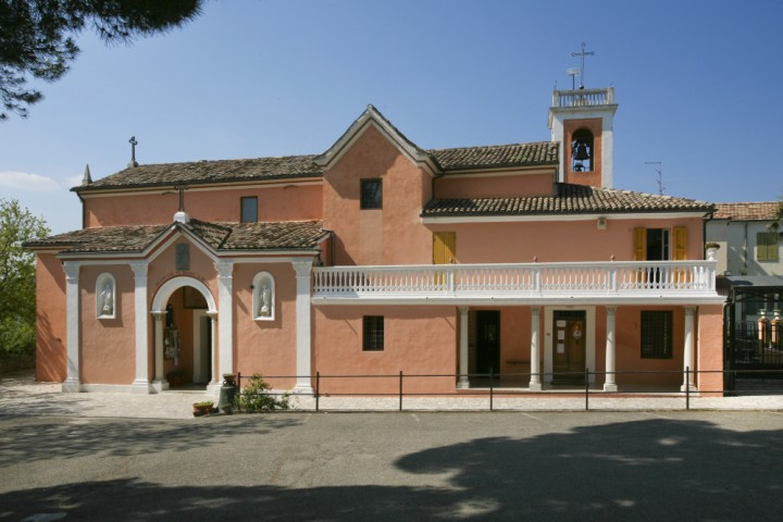 "Sanctuary of the Madonna of Bonora, Montefiore Conca<br /><a href=""https://static.riviera.rimini.it/tl_files/gallerie/orig/santuario-di-bonora-6.jpg.zip"" target=""_blank"" class=""photo-download"">Download high resolution image</a>"