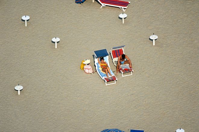 "Ombrelloni<br /><a href=""https://static.riviera.rimini.it/tl_files/gallerie/orig/spiaggia15.tif.jpg.zip"" target=""_blank"" class=""photo-download"">Download high resolution image</a>"