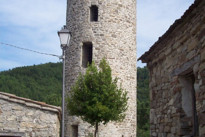 """tower of Maciano, Pennabilli<br /><a href=""""https://static.riviera.rimini.it/tl_files/gallerie/orig/torre-castello-maciano-2.jpg.zip"""" target=""""_blank"""" class=""""photo-download"""">Download high resolution image</a>"""