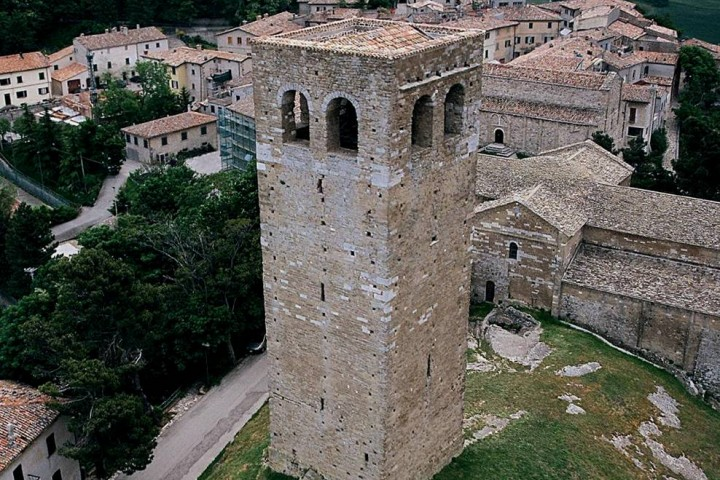 """Tower, San Leo<br /><a href=""""https://static.riviera.rimini.it/tl_files/gallerie/orig/torre.jpg.zip"""" target=""""_blank"""" class=""""photo-download"""">Download high resolution image</a>"""