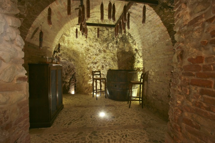 "Cave, Verucchio<br /><a href=""https://static.riviera.rimini.it/tl_files/gallerie/orig/verucchio-grotta-01-1.jpg.zip"" target=""_blank"" class=""photo-download"">Download high resolution image</a>"