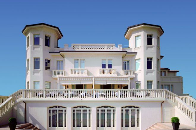 "Hotel, Cattolica<br /><a href=""https://static.riviera.rimini.it/tl_files/gallerie/orig/visto_dal_mare_carducci.jpg.zip"" target=""_blank"" class=""photo-download"">Download high resolution image</a>"